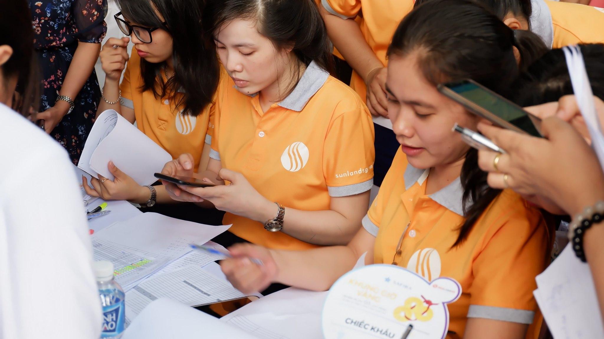 Đội ngũ nhân viên SunlandSG trong buổi lễ mở bán dự án Safira Khang Điền Quận 9