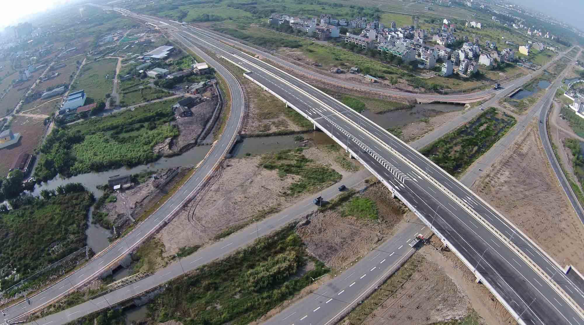 Thi công đường song hành với đường cao tốc
