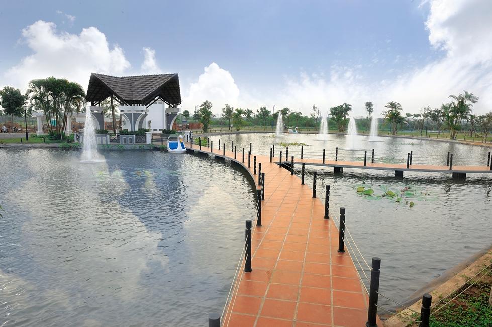 hồ cảnh quan xanh mát tại melosa
