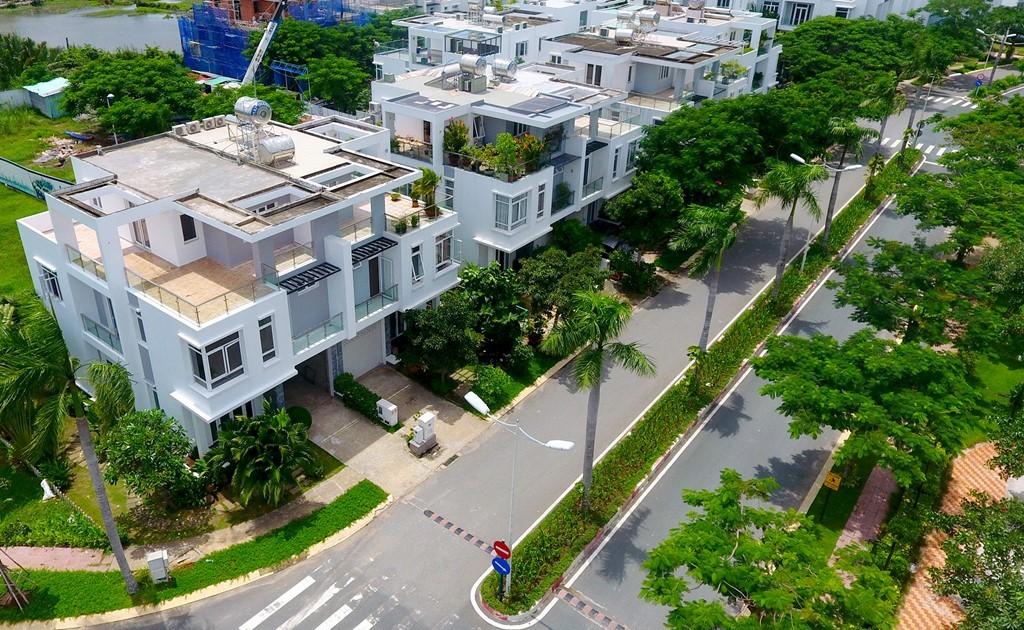 Các căn biệt thự ở đây có diện tích xây dựng 200 - 500 m2. Hệ thống đường nội bộ thông thoáng.