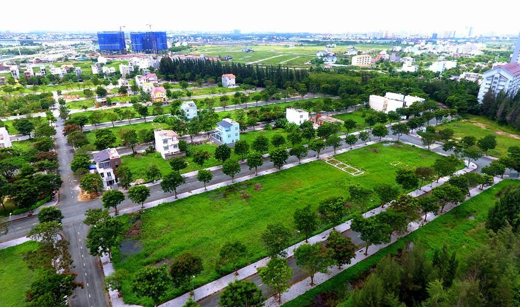 Cách dự án Khang An không xa là khu dân cư Hưng Phú (thuộc phường Phước Long B) có quy mô hơn 10 ha, sau 10 năm đầu tư hạ tầng, đến nay chỉ là rải rác vài căn nhà được xây dựng
