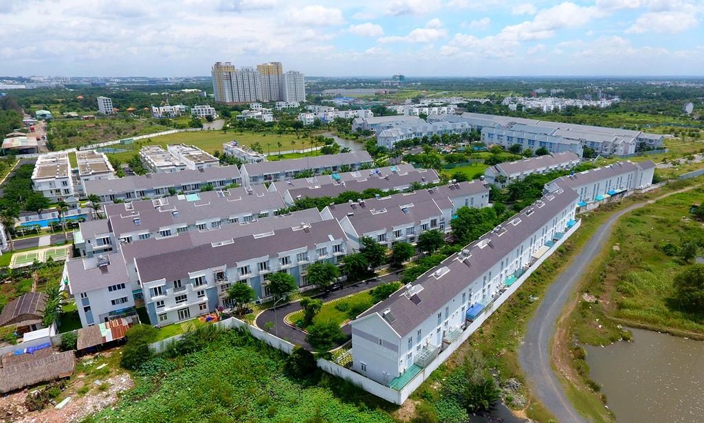 Tọa lạc bên nút giao thông Vành đai 2 - cao tốc (phường Phú Hữu, quận 9) là khu biệt thự liền kế Mega Residence và Mega Ruby Residence.