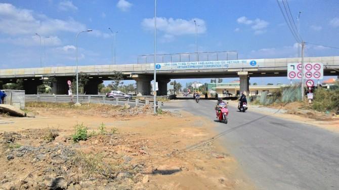 Đoạn đường cao tốc đoạn giao với Đường Đỗ Xuân Hợp