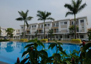 Cần bán nhà căn góc 2 mặt tiền đường trục chính 30m đối diện 2 công viên lớn dự án Lovera park Bình chánh